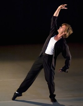 Mikhail Baryshnikov dancing solo 5/22/02 Lobero Theatre