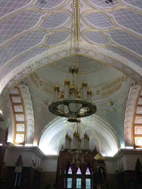 Sultan-Omar-Ali-Saifuddin-Mosque-ceiling