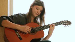 Liên hệ tìm Gia sư đàn Guitar TP HCM