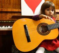 Liên hệ tìm Gia sư Guitar cho bé tại TP HCM