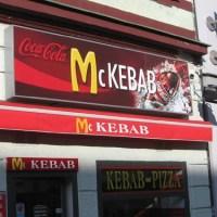 Kebabbaro defecava nel kebab