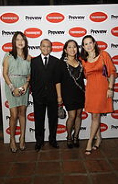 Terry S.A. (Havaianas Philippines) Managing Director Anne Gonzalez and senior account manager Russel Erni with A.L. Amizade's (Havaianas Cebu) Leanne Florendo and Aimil Sarmiento
