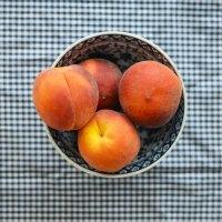 Peach Crumble Smoothie Bowl