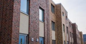 multifamily-low-rise-brick-TS-469869450