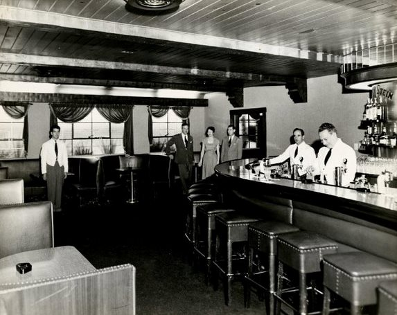 Clearman's Steak 'n Stein cocktail lounge and bar, 1946