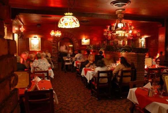 Clearman's Steak 'n Stein dining room