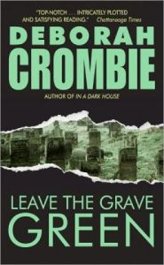 Leave the Grave Green (Duncan Kincaid and Gemma James Series #3)      by     Deborah Crombie