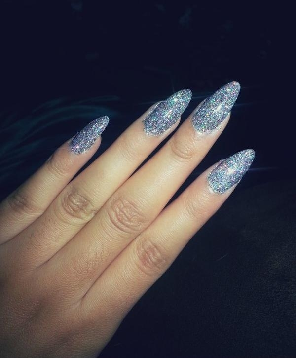 vernis-shellac-paillettes-idee-deco-ongles