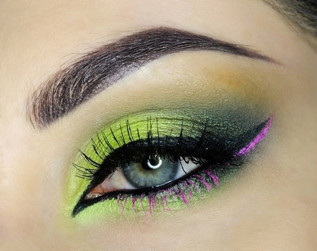 maquillage-yeux-idee-ete--couleur-vert-violet-eye-liner-crayon