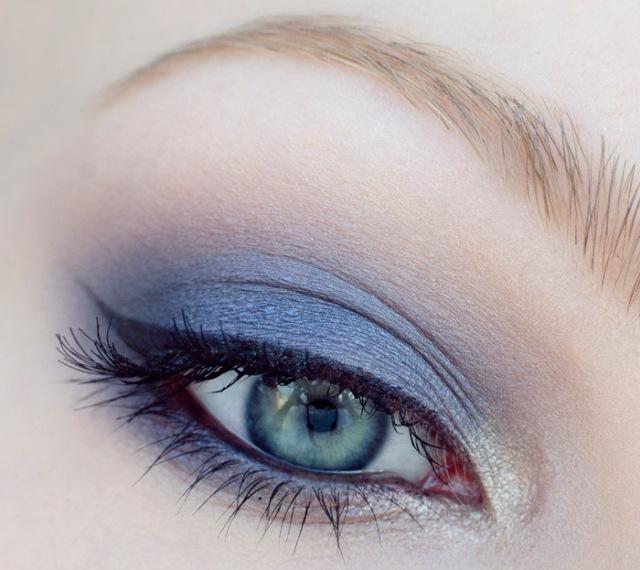 maquillage-yeux-idee-ete--eye-liner-fard-bleu-paupieres-cils-mascara