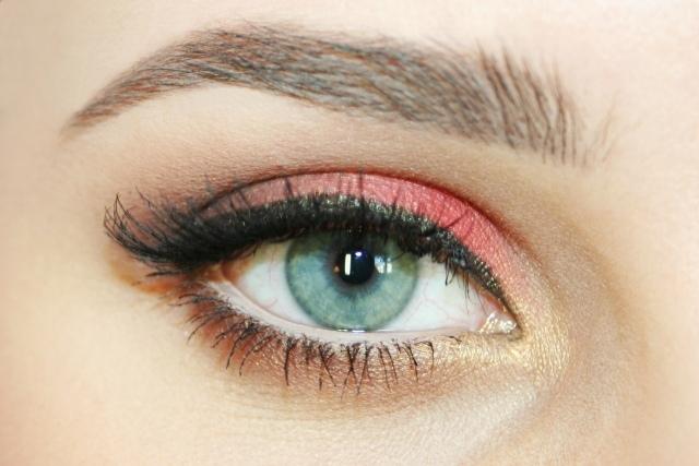 maquillage-yeux-idee-ete-eye-liner-fard-corail-mascara