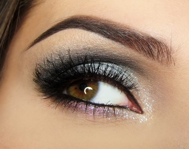 maquillage yeux idee-ete-fard-paillette-smokey-eye-sourcils