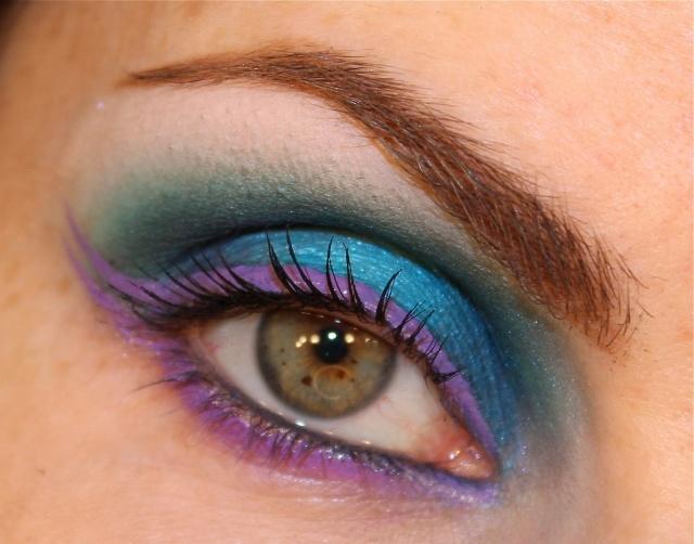 maquillage-yeux-idee-ete--fard-paupieres-mascara-sourcils