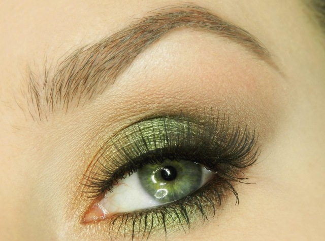 maquillage-yeux-idee-ete-fard-vert-mascara-sourcil-smokey-eye