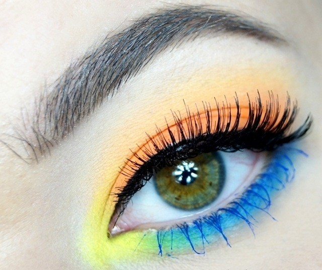 maquillage-yeux-idee-ete-jaune-orange-bleu-mascara-noir-bleu