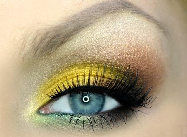 maquillage-yeux-idee-ete-mascara-cils-fard-jaune-marron