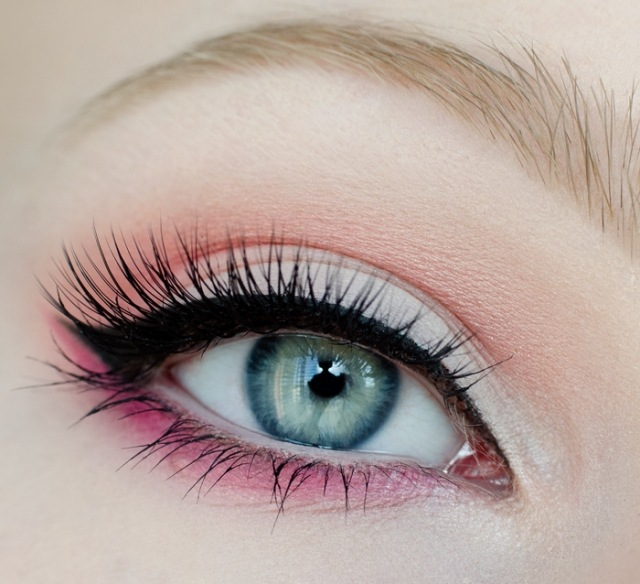 maquillage yeux idee-ete-mascara-eye-liner-fard-rose