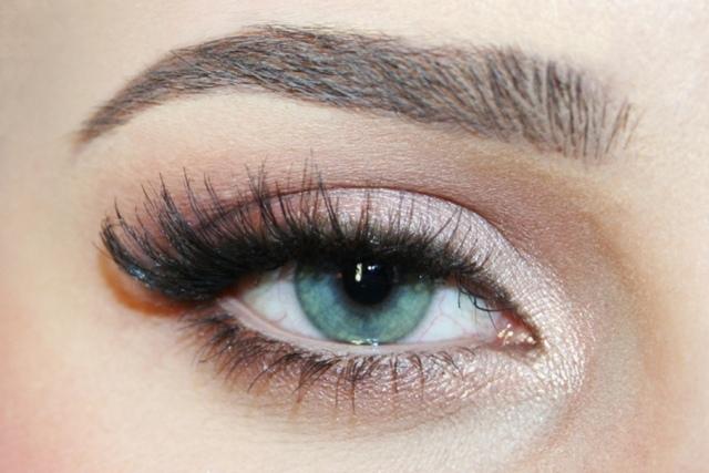 maquillage-yeux-idee-ete-palette-couleur-neutre-mascara-cils