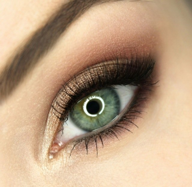 maquillage-yeux-idee-ete-smokey-eye-marron-mascara-sourcil