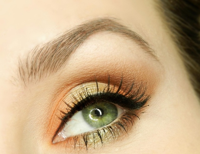 maquillage yeux idee-ete-smokey-eye-mascara-couleur-marron