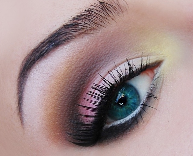 maquillage-yeux-idee-ete-smokey-eye-mascara-noir-cils-sourcils