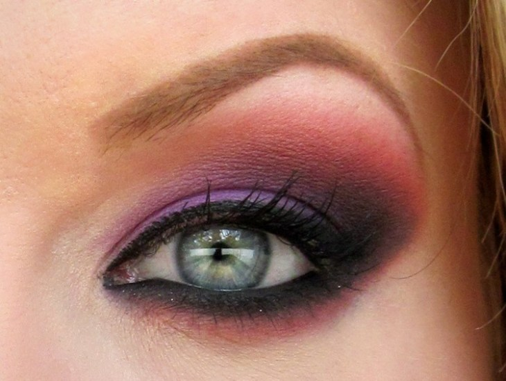 idees-maquillage-ete-khayal-ombre-paupières-pourpre-rose