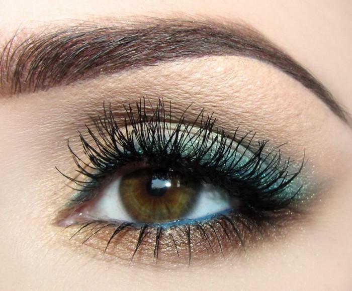 idees-maquillage-ete-ombre-paupières-turquoise-pailleté-or-mascara