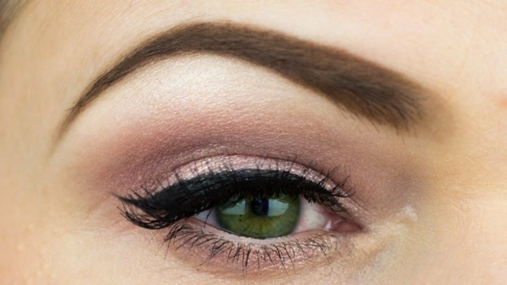 idees-maquillage-ete-ombre-paupières-unicolore-trait-eye-liner