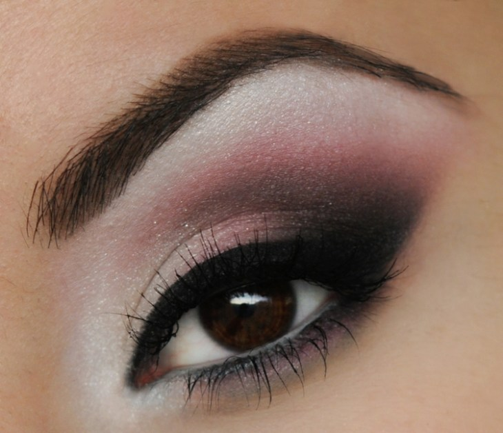 idees-maquillage-ete-party-rose-blanc-noir-mascara