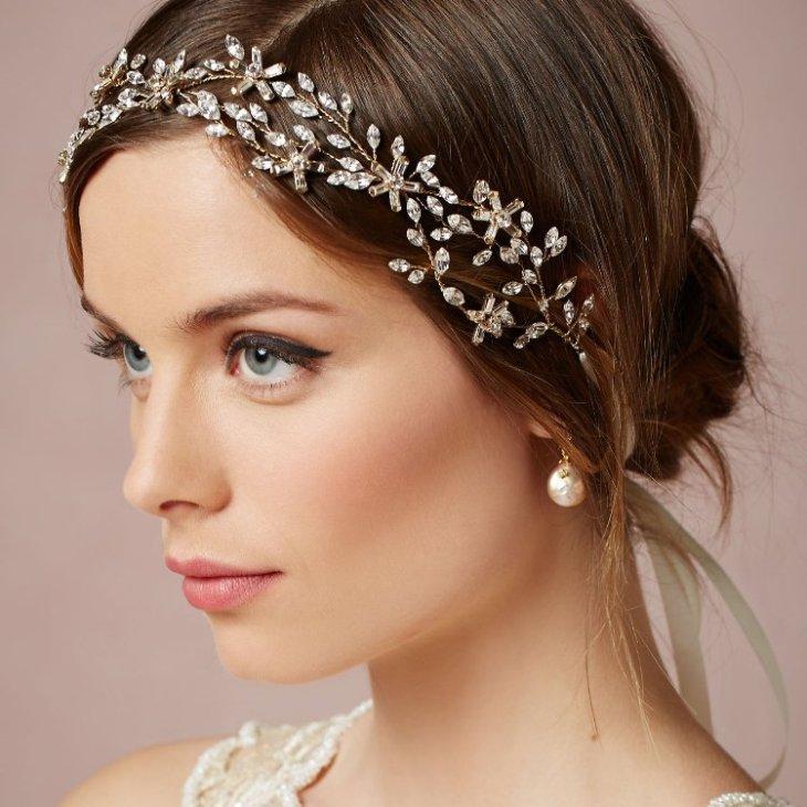 maquillage-mariée-fard-paupières-brun-beige-serre-tête-orné-cristaux-boucles-oreilles
