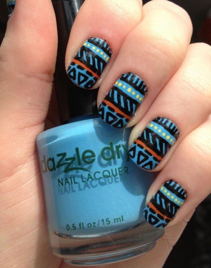 nail-art-motif-azteque-couleur-bleu-jaune-noire