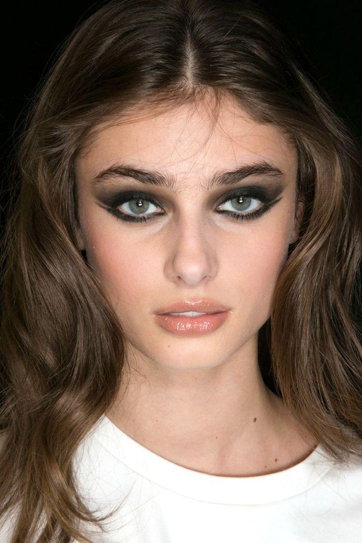 maquillage de soirée 2015-baume-levres-brillant-fard-paupieres-noir