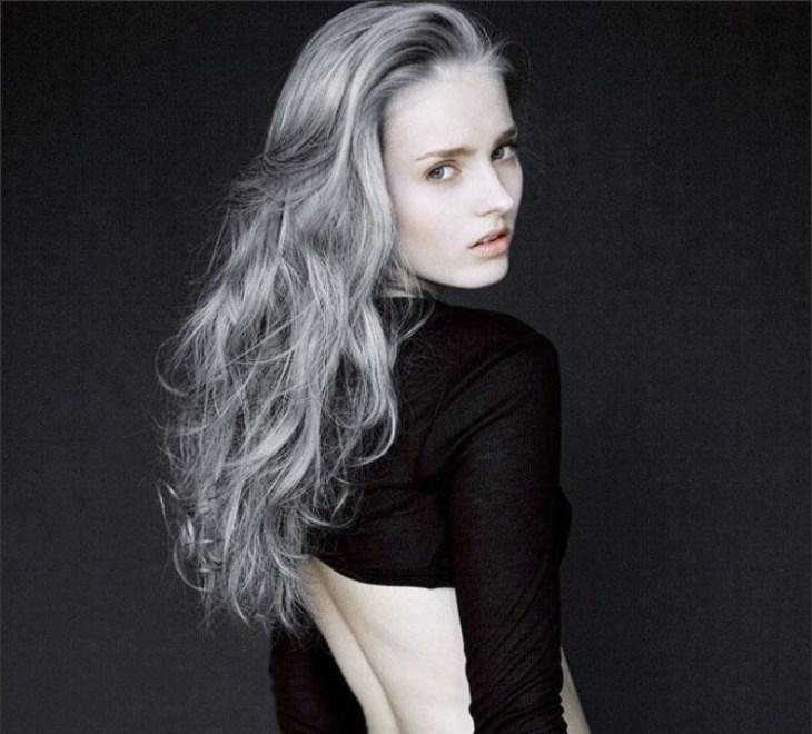 cheveux gris longs bouclés jeune poivre sel idées 2016