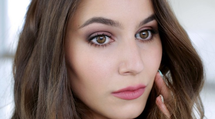 maquillage Saint-Valentin -rouge-levres-rose-fard-paupieres-rose-mascara