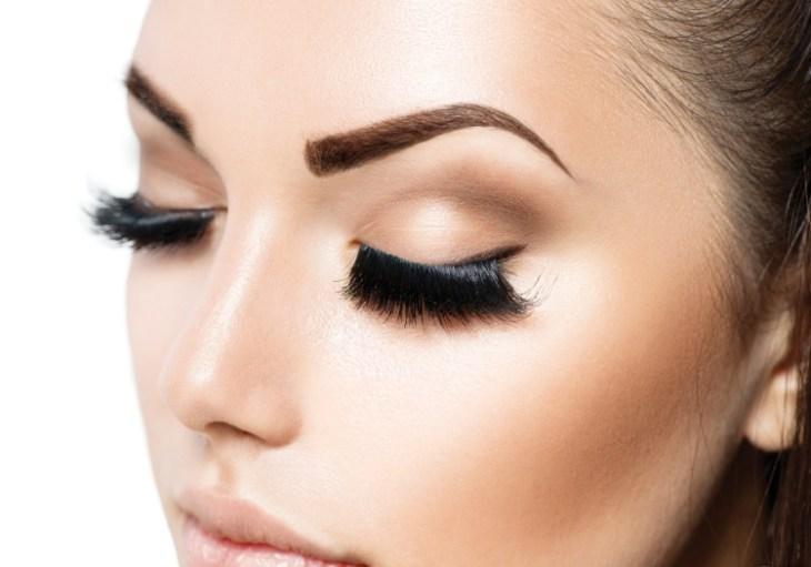 maquillage-permanent-sourcils-épais-poil-par-poil-faux-cils