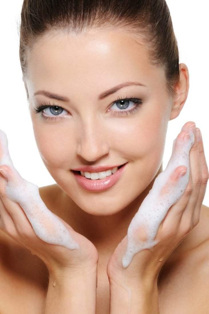 maquillage-nude-conseils-hygiène-mousse-gel-hydratant