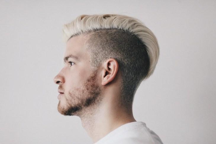 coiffure homme tendance -sidecut-cheveux-blonds