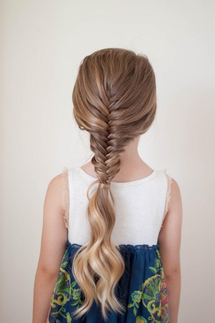 coiffure pour petite fille -tresse-demie-arête-poisson-élégante