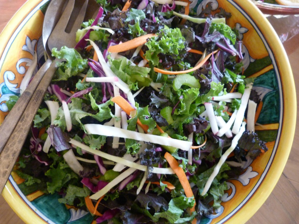 Delicious Detox Salad with Tangy Lemon Dressing