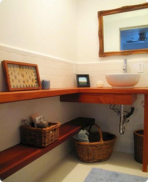 cuarto-de-bano-estantes-madera
