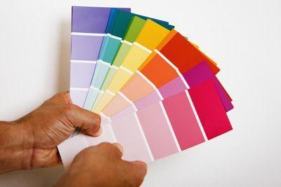 Cómo elegir los colores adecuados para pintar una casa