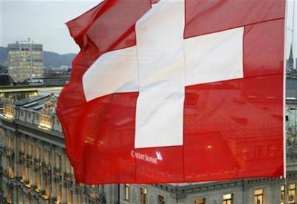 A Swiss national flag waves in front of the headquarters of Swiss bank Credit Suisse at the Paradeplatz square in Zurich