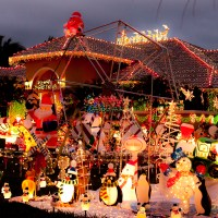 Extreme Christmas Display on the Ropes