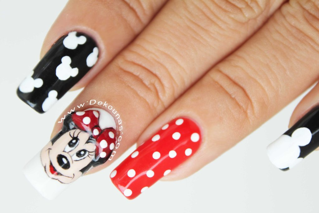 Minnie and Mickey mouse nail art3