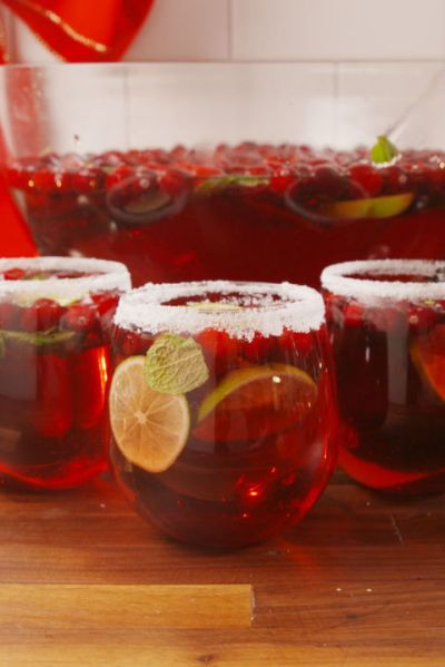 20+ Cranberry Juice Cocktails - Recipes for Drinks with Cranberry —Delish.com