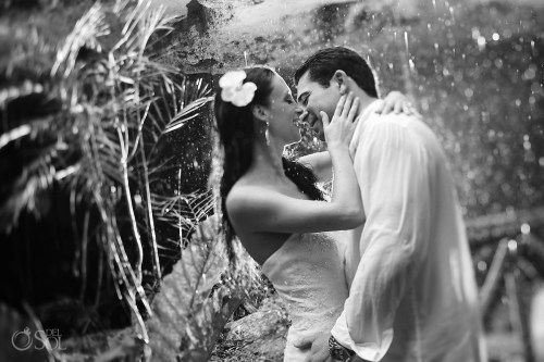 Cute Rain During A Photo Session Mexico Rain On Your Wedding Day Is Rain On Your Wedding Day It A Free Ride Rain On Your Wedding Day Good Or Bad Luck Groom Bride