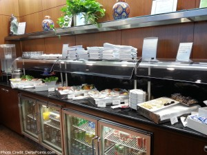 Food and drink choices united global first class lounge chicago ord delta points blog (2)