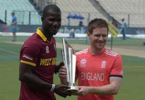 West Indian captain Darren Sammy (left) and England skipper Eion Morgan with ICC World T20 Trophy (photo from http://www.sportskeeda.com/)