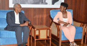 President David Granger and Ms. Kelly Hyles during their discussion at the Ministry of the Presidency.