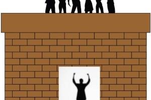 壁の向こうに仲間たちが